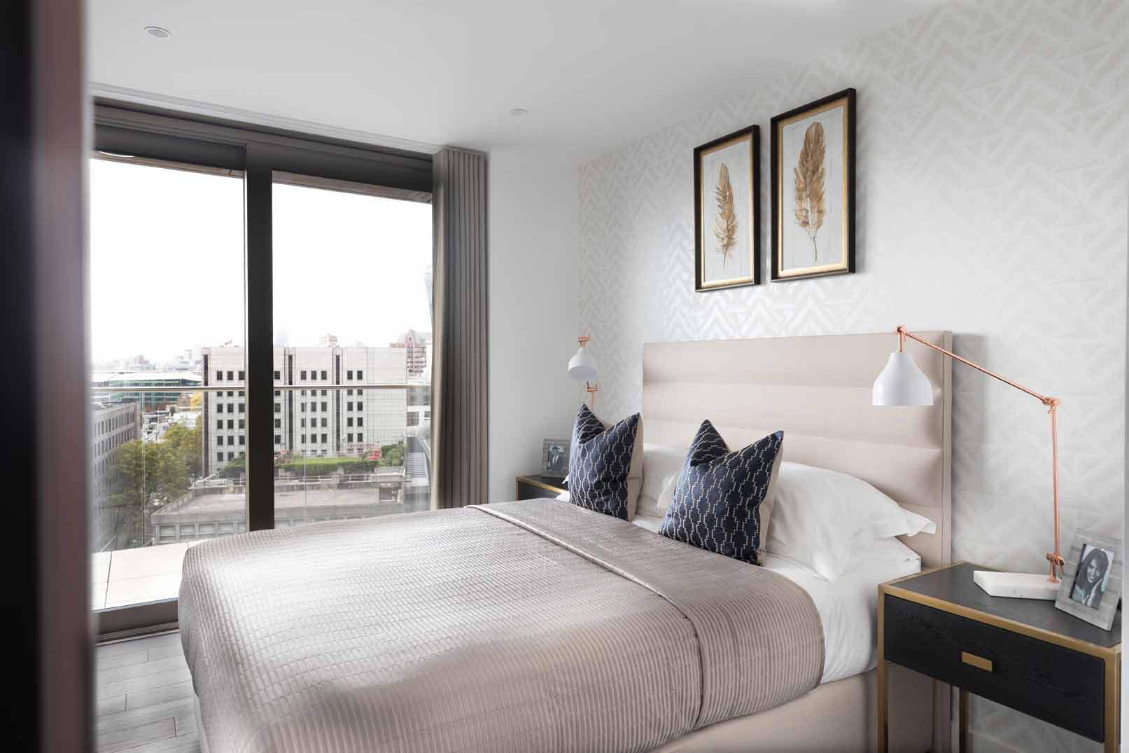 Royal Mint Gardens bedroom