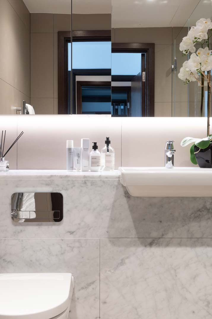Royal Mint Gardens bathroom
